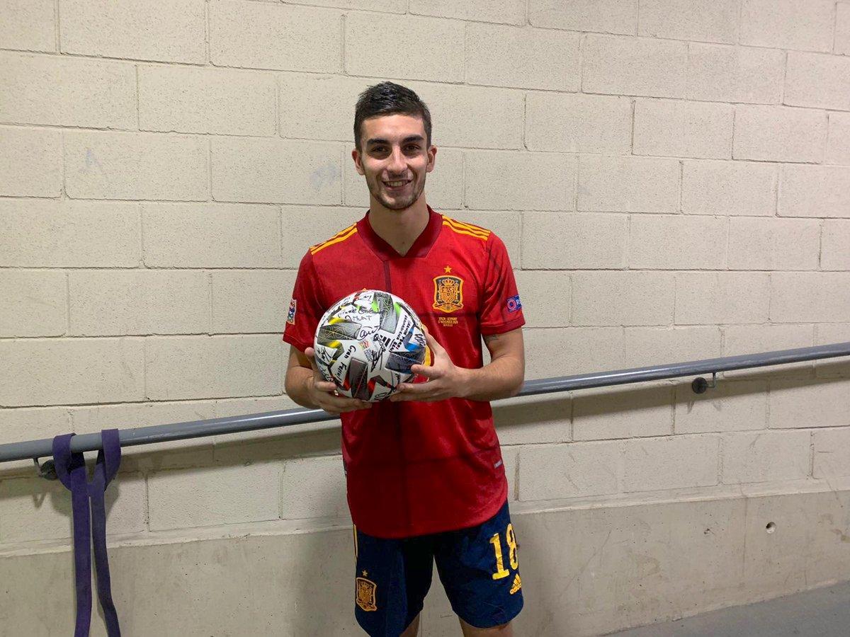 Qué locuraaaaa!! PARTIDAZO!! Victoria histórica para España y mi primer hat trick como profesional. Inolvidable!! VAMOSSSS!!! 🇪🇸🇪🇸🇪🇸 @sefutbol #UEFANationsLeague2020