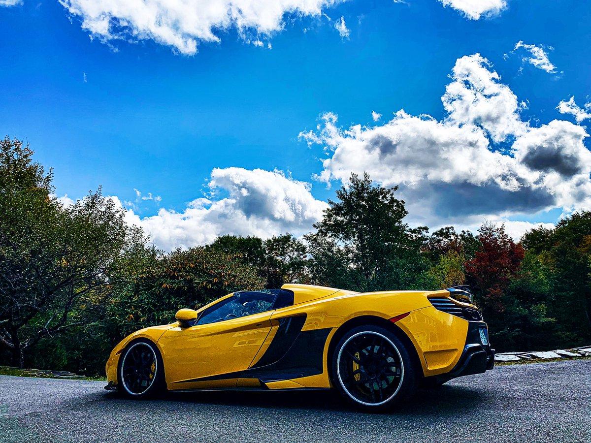 Always looking up! 💛🖤 👆 @mclaren #mclaren @mclarenauto #mp412c @agwheels #agwheels @automotivesolutionsdedham @gtmjim https://t.co/RKLhoUqJlA
