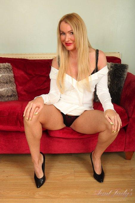 1 pic. 💕 NEW Jade Upskirt & Panties 💕  42yo Blonde British Cougar Jade's latest Upskirt, Panties, and