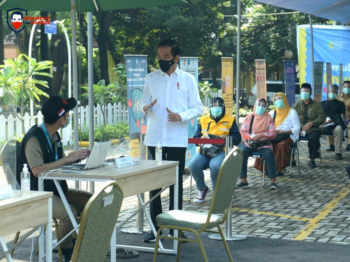 Puskesmas Kec. Tanah Sareal di Kota Bogor menggelar simulasi simulasi vaksinasi Covid-19 pagi tadi.   Dengan simulasi seperti ini, puskesmas segera siap memberi pelayanan kepada masyarakat begitu program vaksinasi Covid-19 dijalankan dalam beberapa waktu mendatang.