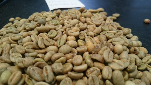 Coffee traders can now send all grades of coffee beans directly to the int'l market, unlike the previous law that allowed them only to export the top four grades of coffee, according to a new directive issued by the #Ethiopia|n Coffee & Tea Authority. https://t.co/iT9ZXGs6O7 https://t.co/oOsupyk9SC