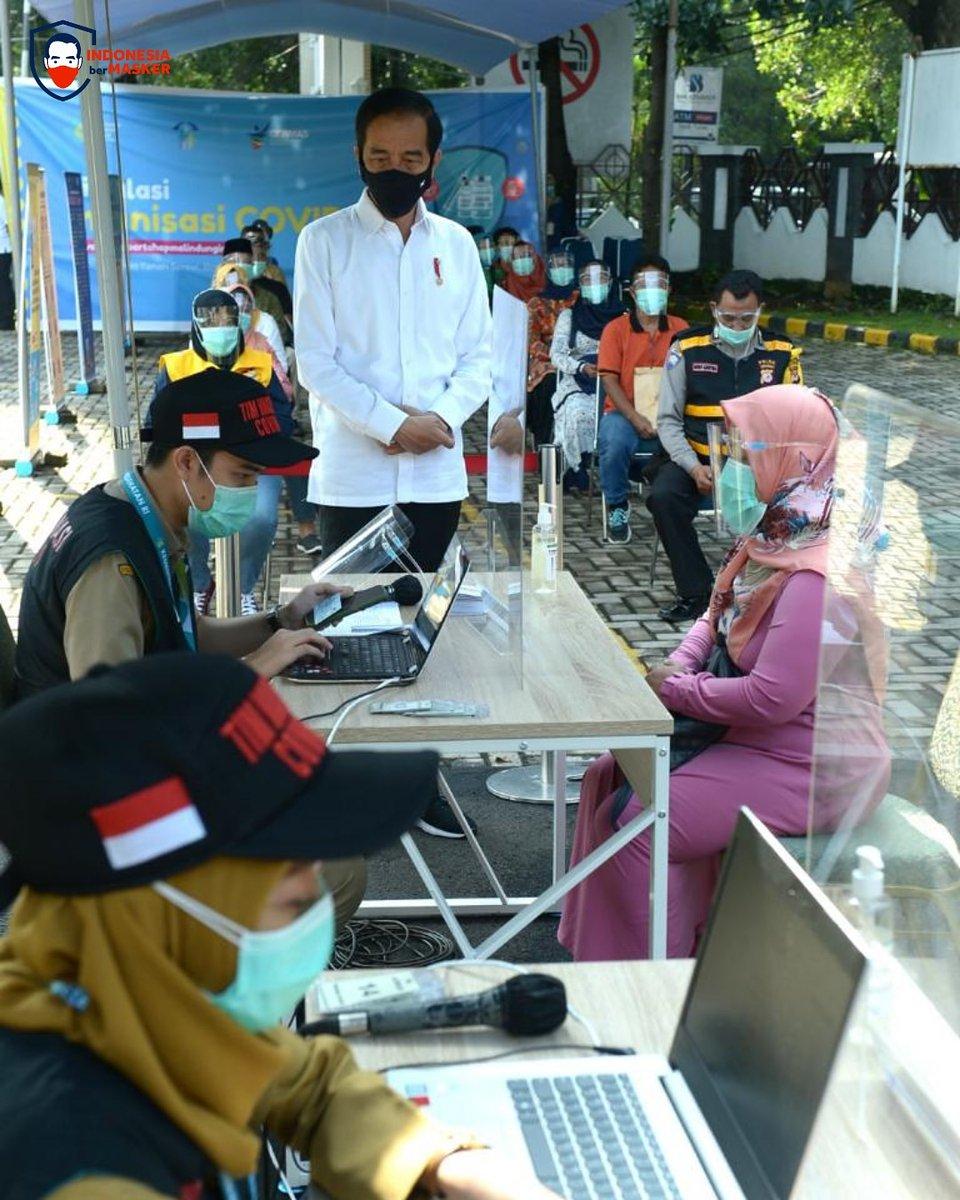 Semua vaksin yang akan digunakan dalam program vaksinasi Covid-19 di Indonesia harus terdaftar dan disetujui oleh Organisasi Kesehatan Dunia (WHO).   Setelah vaksin-vaksin itu masuk, BPOM melakukan uji dan verifikasi standar untuk dapat mengeluarkan emergency use authorization.