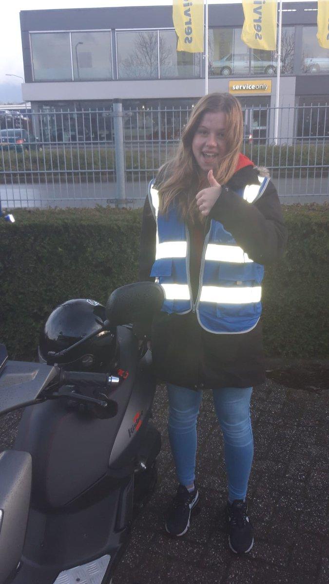 test Twitter Media - Nikki de Jong gefeliciteerd met het behalen van je scooter rijbewijs. https://t.co/l95Q2VE97f