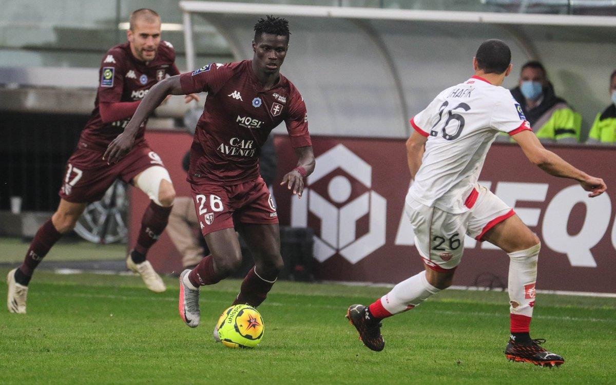 ⚽️ #Football #Ligue1 @Ligue1UberEats #FCMetz #Metz @GFoot_Senegal  @FCMetz : Pape Ndiaga #Yade a passé un cap 🔒⬇ https://t.co/vbbTpNsw8U https://t.co/rokdscreQN