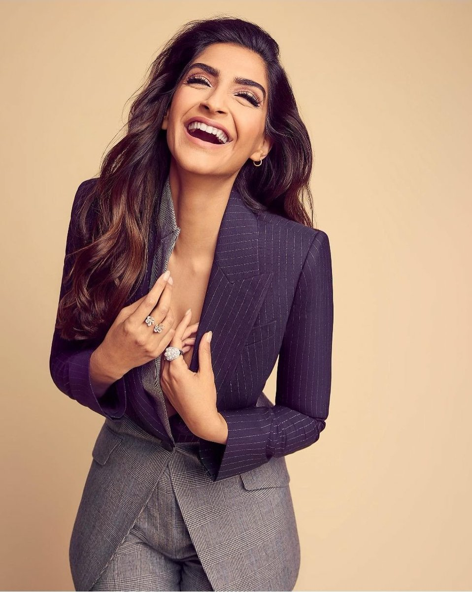 @sonamakapoor @sonamakapoor❤@sonamakapoor #WednesdayMotivation🔥😘🔥😘🔥 #WednesdayThoughts 🔥😍🔥😍🔥 #StayHomeStaySafe #StayHome  Wow...How Sweet 😊😘😊😘😊😘😊 Your Smile is so Cute 🤗😍🤗😍🤗 Wow you look So Hot 🔥🔥🔥🔥🔥 🔥Lovely🔥So Pretty🔥Fabulous🔥 Love u so much Sonam Ma'am. ❤