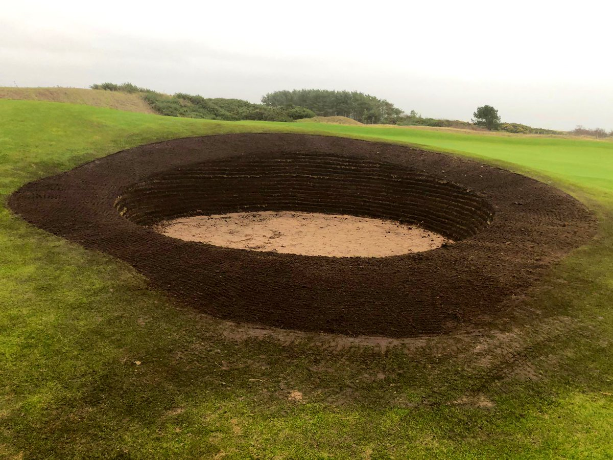 That's the 17th green side bunker all ready for turf 👏👏👏👏