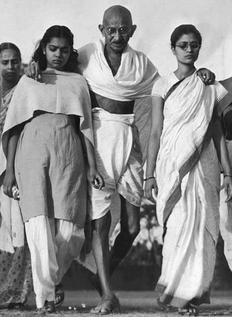 The Pledge of Gandhi   In 1921 Gandhi when he started Satyagrah, he said that if he he did not succeed his dead body would be seen floating in the sea.   He couldn't make it successful and didn't get independence but he still remained alive