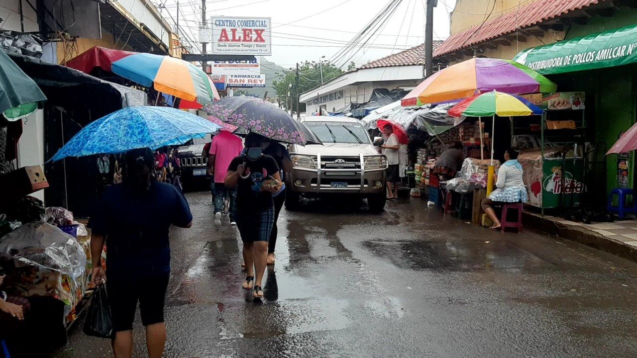 Iota genera lluvias tipo temporal