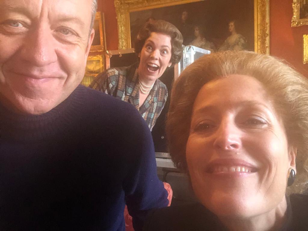 The Queen of photo bombs. @TheCrownNetflix