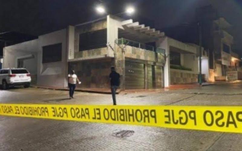 #QuéTeParece | 🚨🔫 Balean domicilio de #alcalde de #Acayucan, luego de exigir #justicia por #alcaldesa de #Jamapa, Florisel Ríos Delfín   #Amatitlan #Orizaba #Coyutla #Veracruz #Infórmate #Conozca #LoUltimo  https://t.co/vgbG3WlPLa https://t.co/16PkjKMUe8