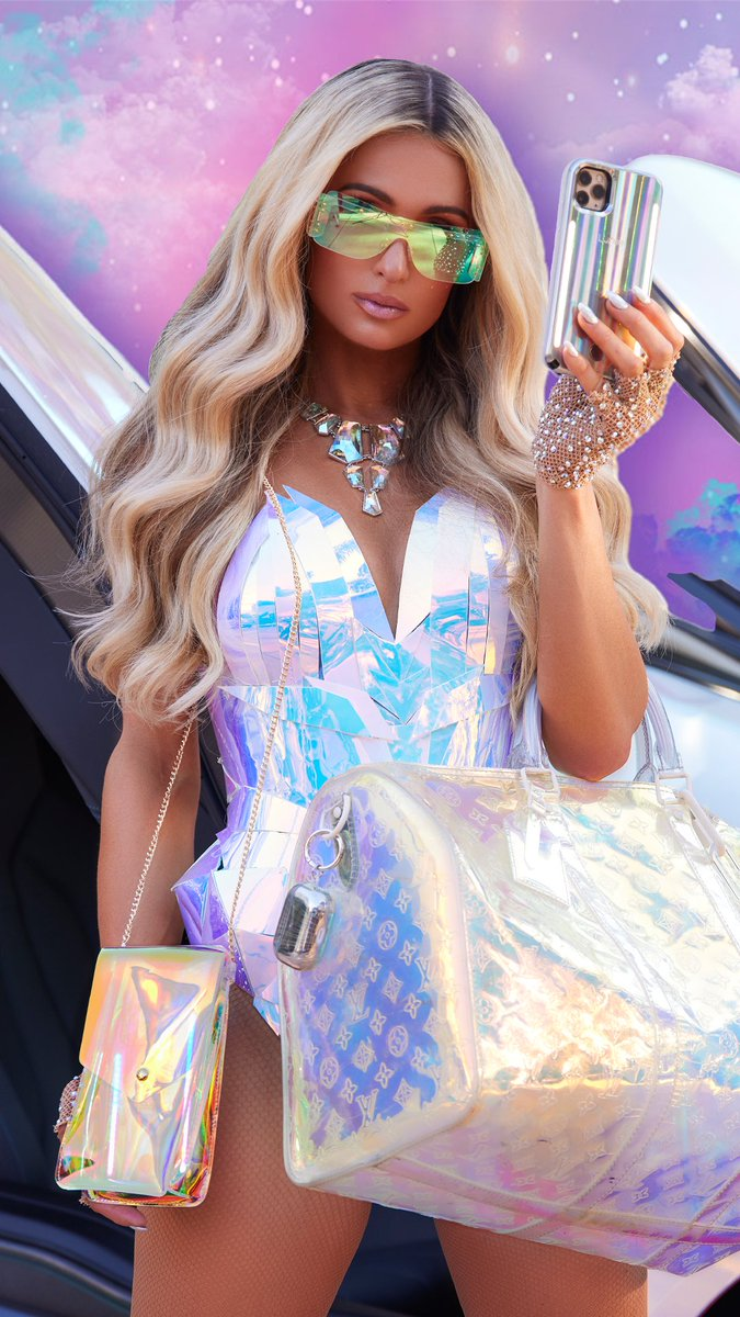 The #SelfieQueen has all of your Holographic accessories to make your iPhone lit & your selfies hot!✨✨📱👸🏼✨✨ Go to  & use my PARIS10 code to get yours today! 💖