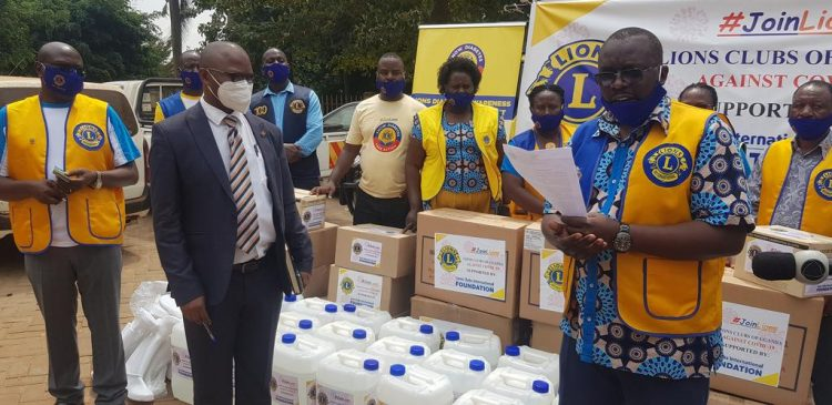 test Twitter Media - Lions Clubs of Uganda donated PPEs to frontline health workers of Entebbe Grade B Hospital received by the local government COVID-19 Task Force Resident Commissioner Mrs. Rose Kirabira. Thank you, Lions! https://t.co/DUgPKBifks #WeServe https://t.co/Gw9QxKEYFr