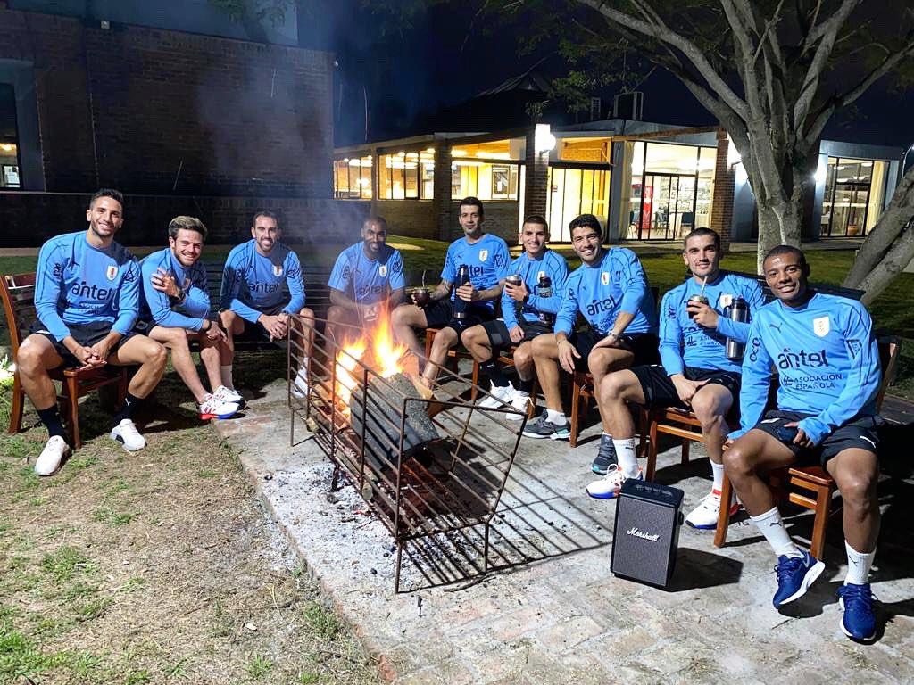 El asado de Uruguay que provocó dos positivos en LaLiga: Luis Suárez y Torreira.