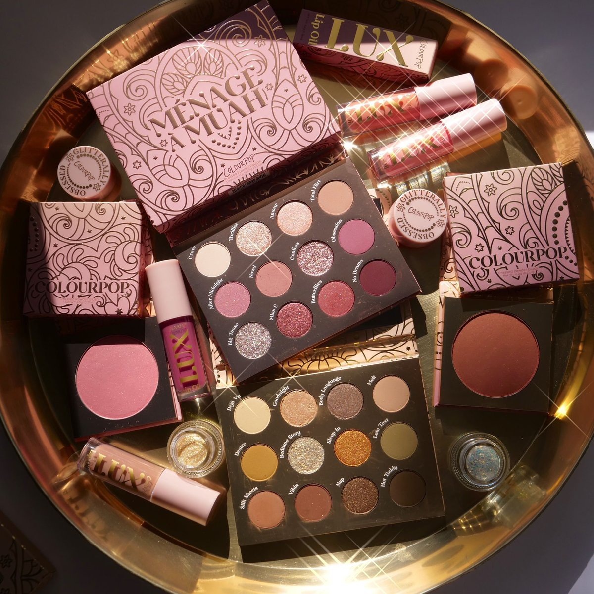 🎁#GIVEAWAY 🎁  Holiday Season is HERE! We are giving away the ENTIRE Amoureux Collection to 5 lucky winners! ✨ Check out IG & FB for another chance to win!   To enter: 🎁Like & RT 🎁Follow @colourpopco  📸: makeup2themaxx