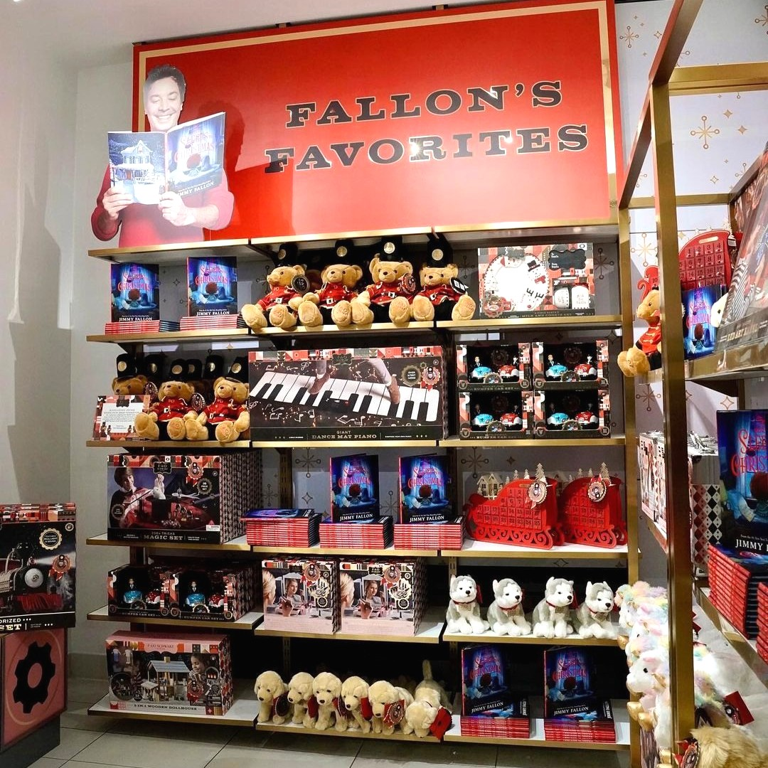 Check out Fallon's Favorites in our FAO NYC store or online for some of @jimmyfallon's favorite toy finds this holiday.   For every copy of his book #5MORESLEEPS sold a child at @StJude receives a toy this Christmas ❤️  #FAO #faoschwarz #forStJude  https://t.co/vQwgLjrcy0 https://t.co/exjN5Ksc2w