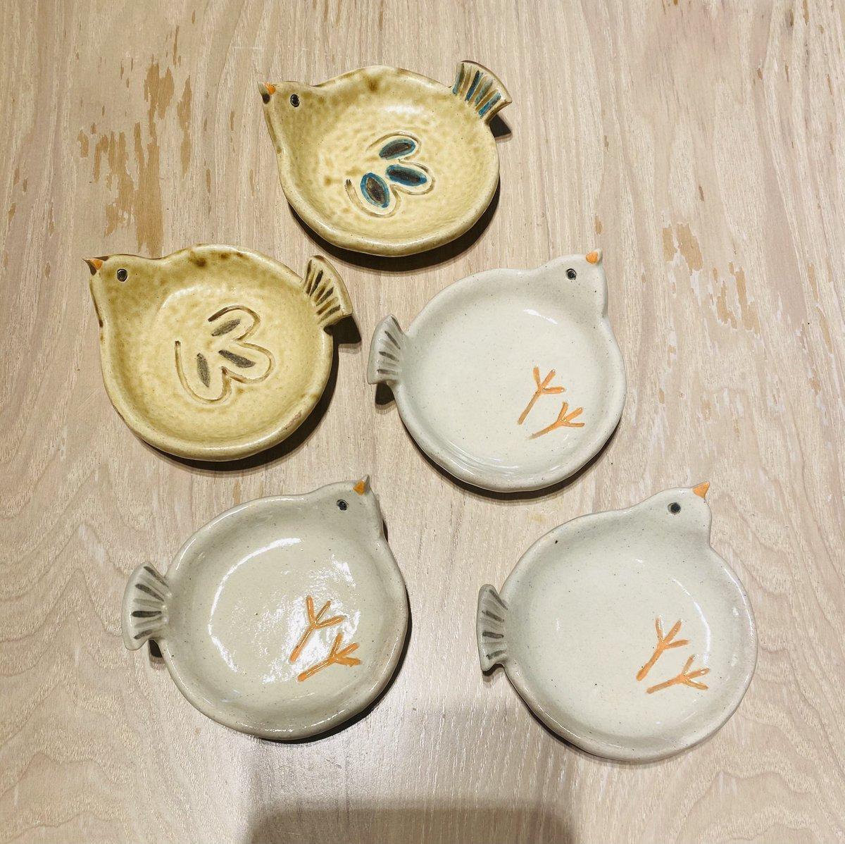 最近陶芸はじめまして。トリ皿を作りました。