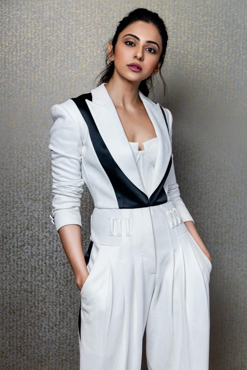 #News #RakulPreetSingh will join the stellar cast of the thrilling drama #Mayday essaying the role of a co-pilot. She will join #AmitabhBachchan @SrBachchan & #AjayDevgn for the shoot of the film in mid-December in #Hyderabad. Produced by @AjayDevgnFilms & directed by @ajaydevgn.