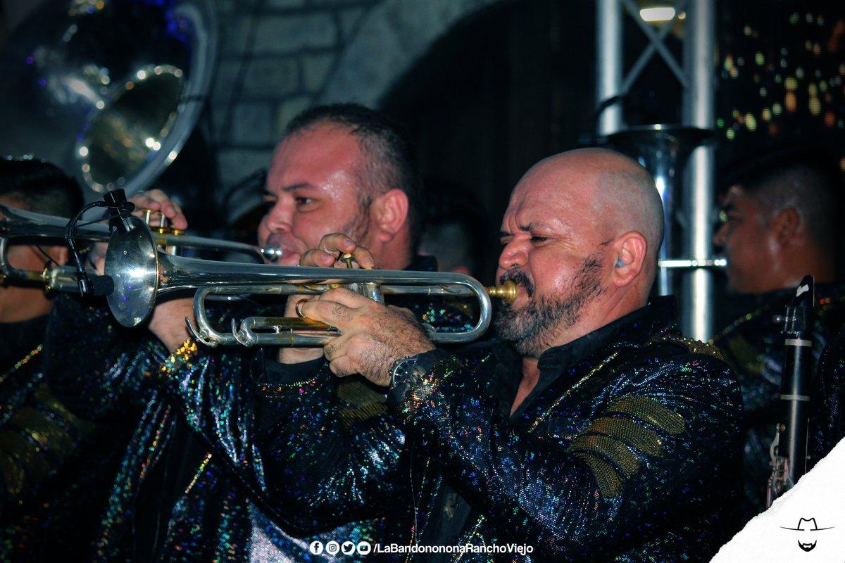 Saludos de las trompetonas de #LaBandononona ✌🤠🎺 Síguenos🐎 @B_RanchoViejo  #QueLeHace https://t.co/jLPEoe0oqD