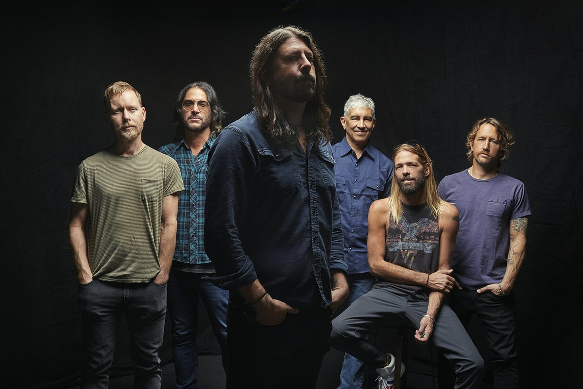 Foo Fighters will be appearing on the @SKAVLANTVShow this week! Tune in details below! 👇  Sweden 🇸🇪 tune in Friday at 21.00 (9 pm) on SVT  Norway 🇳🇴 Saturday at 22.30 (10.30 pm) on TV 2  Rest of the world: Monday on
