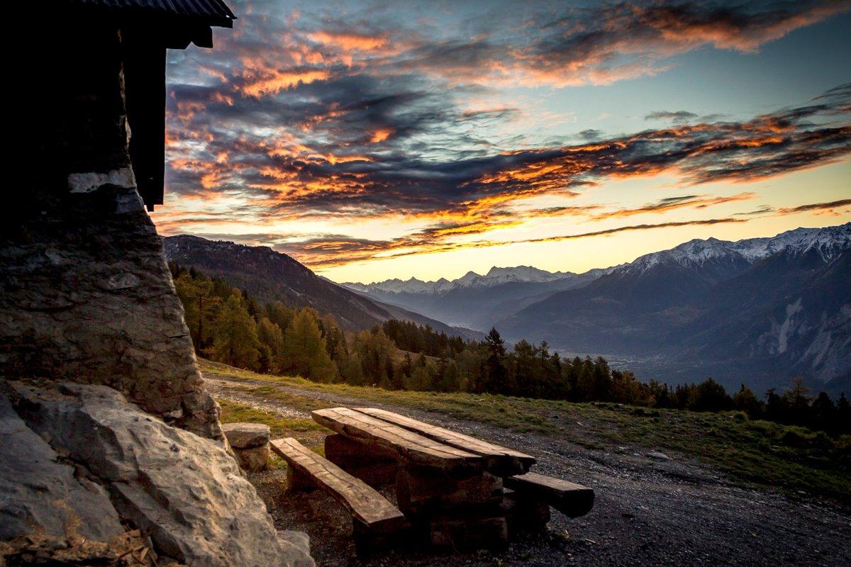 Here are a couple of idyllic spots – we miss sharing them with you.  📍@cransmontana, Heiden, Merligen, Sörenberg