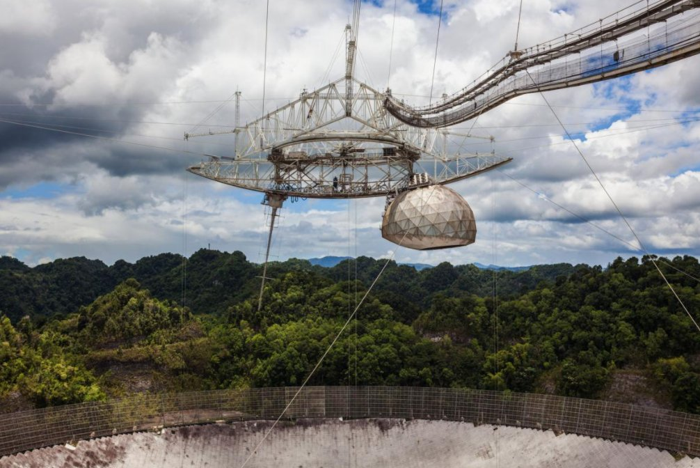 AKA-ART - Apparently the iconic Arecibo Observatory in Puerto Rico is being demolished! For those that forgot, this is just like the Rogue Transmission dish in #Battlefield4. Real life levolution event?👀  More info: