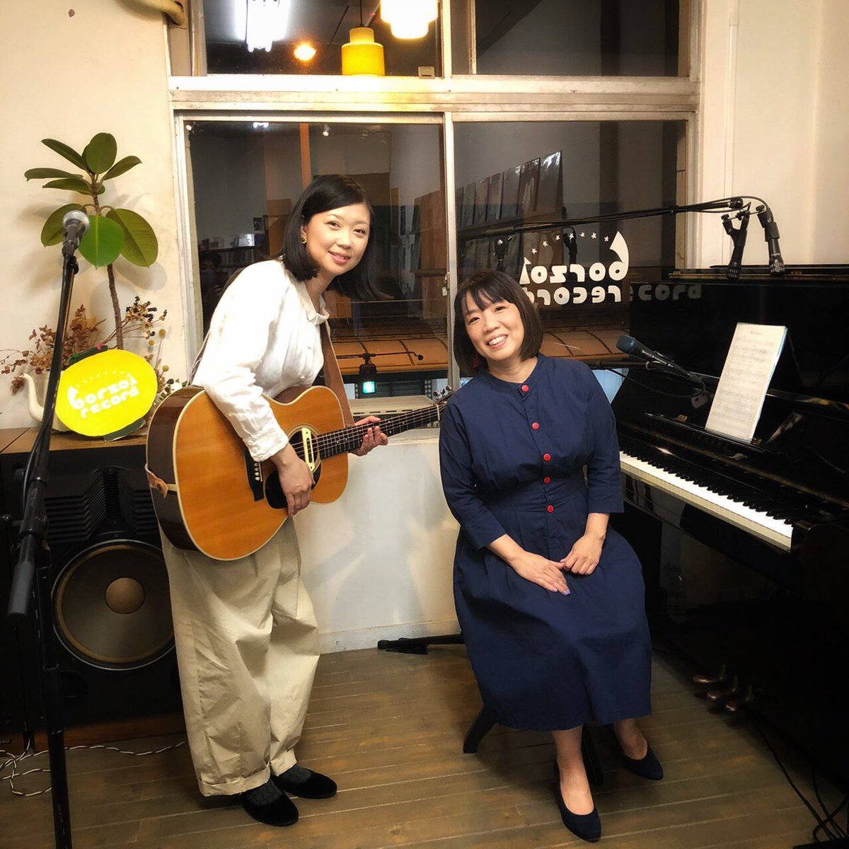 ボルゾイレコードでの浜田真理子さんのライブ配信にゲスト出演させていただきました。収録後に浜田真理子さんと。配信日は、11/22(日)20:00〜です。投げ銭もぜひお待ちしています♪