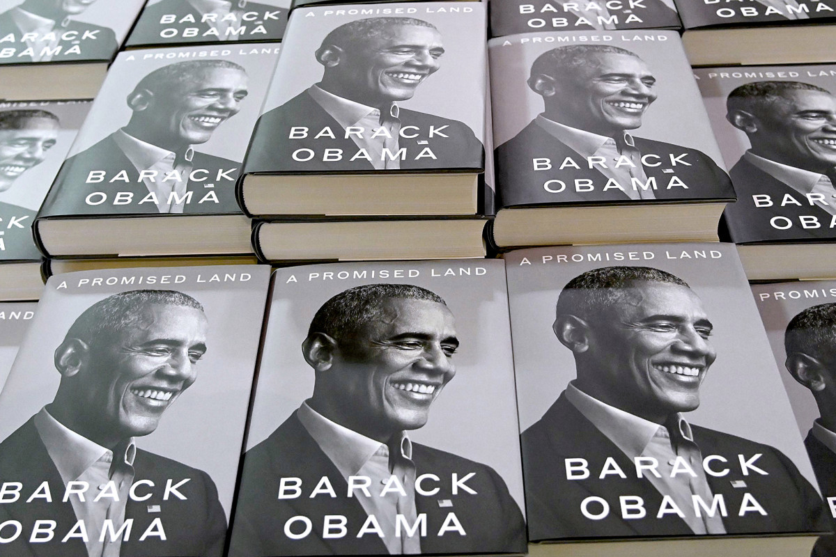 Barack Obama's memoir off to record-setting start, edging wife Michelle's sales https://t.co/TssNFyQwUw https://t.co/IaxmkZKX1O