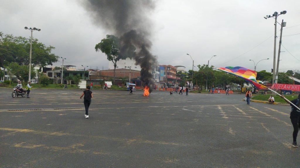A esta hora hay quema de llantas en el sector de Puerto Rellena. En el link encontrarás toda la info sobre el #ParoNacional del este 19 de noviembre: https://t.co/hAGpBUezww https://t.co/LJ98ggUVmc