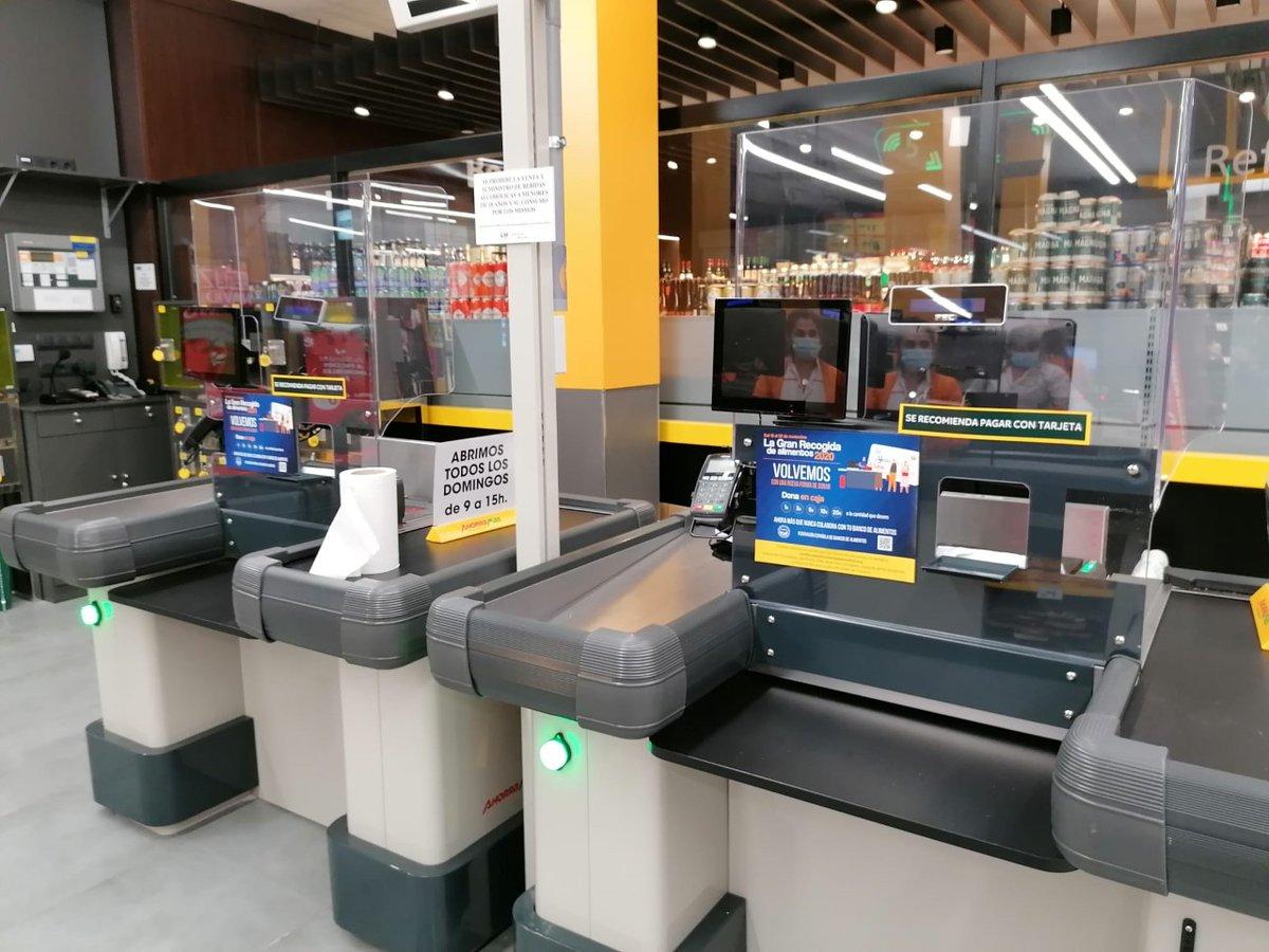 Tercer día de la campaña #GranRecogidadeAlimentos2020 con llamamientos a las donaciones en tiendas, supermercados y grandes superficies, contando con la generosa colaboración de las cajeras. También puedes donar online en