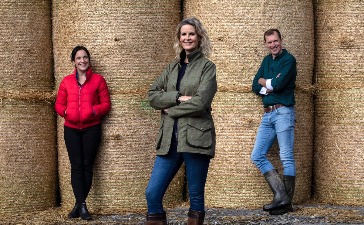 Tonight on #ETTG ,@darraghmccullou meets some Easy Care Sheep in #Kilkenny @Chapelizodfarm, @ellamcsweeney is in #Cork on a farm milking montbeliardes @BoRuaFarm and @MsHelenCarroll is on a chilli farm in #Athenry  📺 Ear to the Ground | Tonight 8.30 PM @RTEOne @RTEplayer https://t.co/VuS9USRjwq