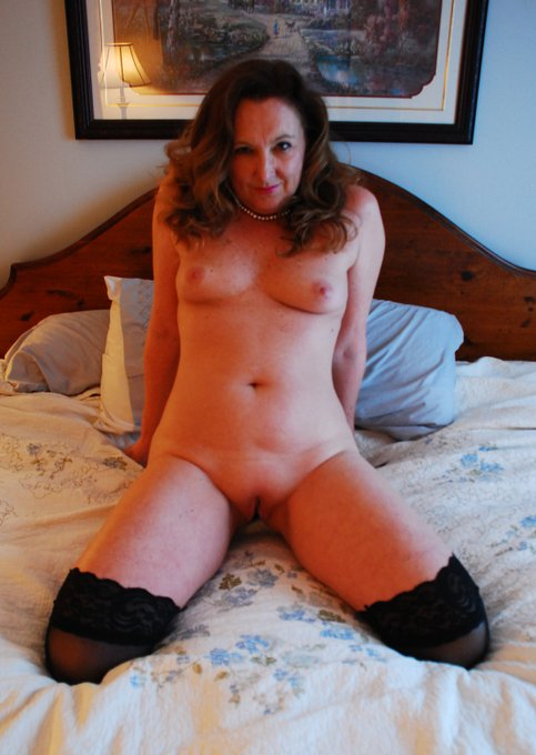 Let me make 2020 better https://t.co/uC7CcCtmdS  @MilfsandMoms_WW @WillBang4 @Firecrackers_ @100Shotter
