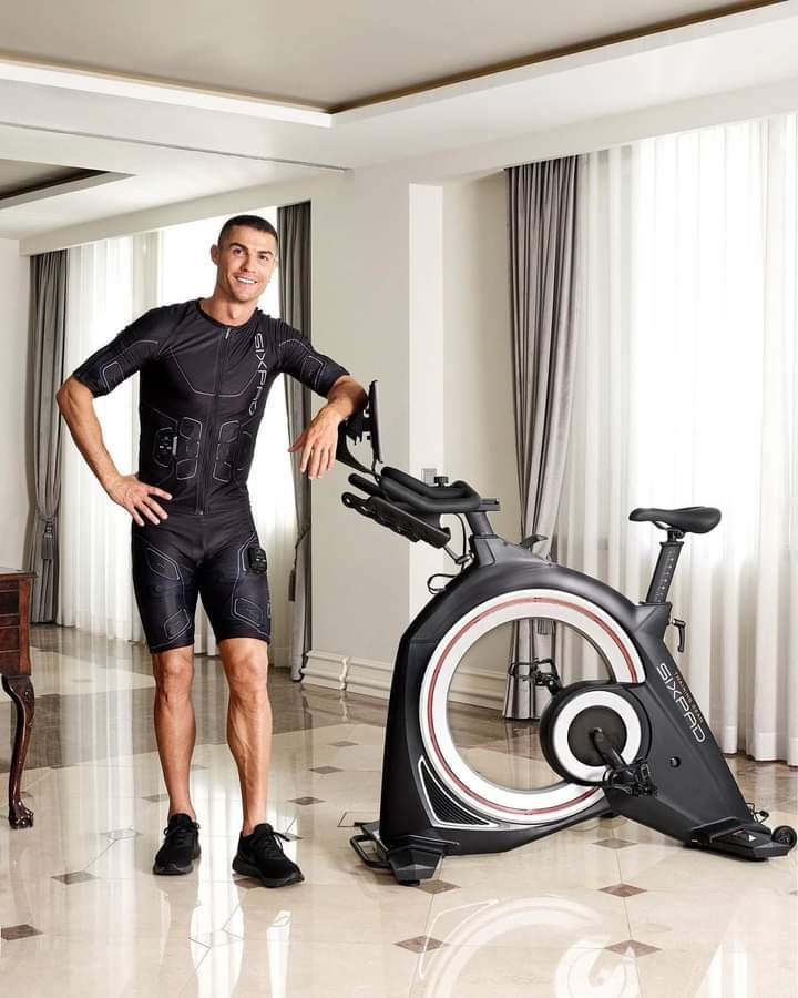 @Cristiano launch the new SIXPAD HOME GYM exclusively in Japan! Turn your house into a futuristic gym with cutting-edge EMS training.  #SIXPAD #SIXPADHOMEGYM