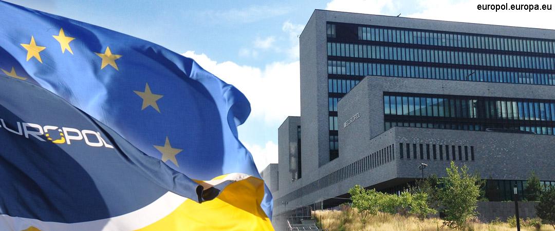 #Europol a constatat că pe măsură ce statele UE au introdus măsuri de izolare numărul materialelor autoproduse a crescut, în timp ce restricțiile de călători au determinat sporirea schimburilor de materiale online de către autorii infracțiunilor #EndChildSexAbuseDay