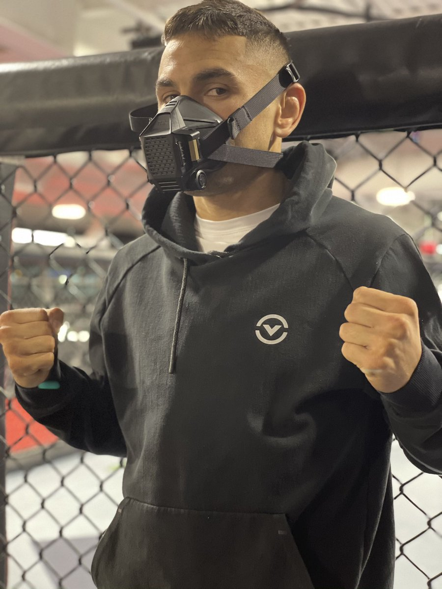 Want to thank my friends at O2 industries for making sure myself and the team are safe during @ufc fight week. Make sure to visit https://t.co/ySDcw9MHAe @protectthefighter #projectblack https://t.co/jgVb05LwmE