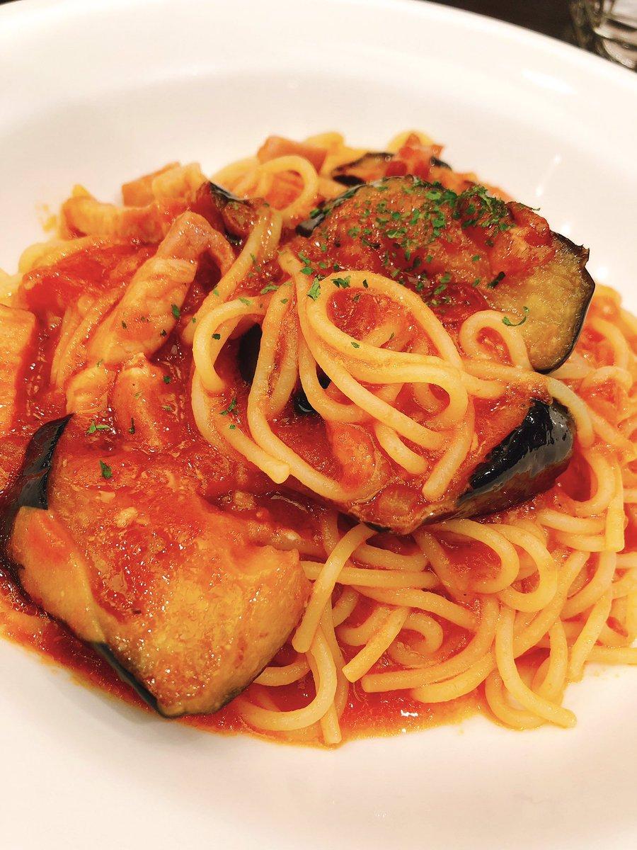 おはドムです😆🍳🌷求人企画部Yちゃん作🌷•ナスとベーコンのトマトスパゲティーYちゃんは辛党でタバスコを入れ過ぎて友達に怒られちゃったみたいです😋🌶りこぴんも痛くなければ辛いの好きです✨今週ラスト宜しくお願いします🎀#おうちごはん #Twitter家庭料理部 #料理好きな人と繋がりたい