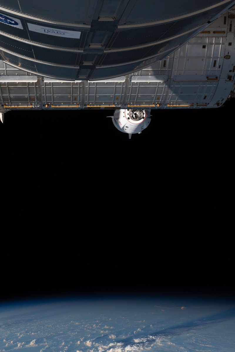 View from the @space_station of Dragon's approach https://t.co/C09ZFYMcXF