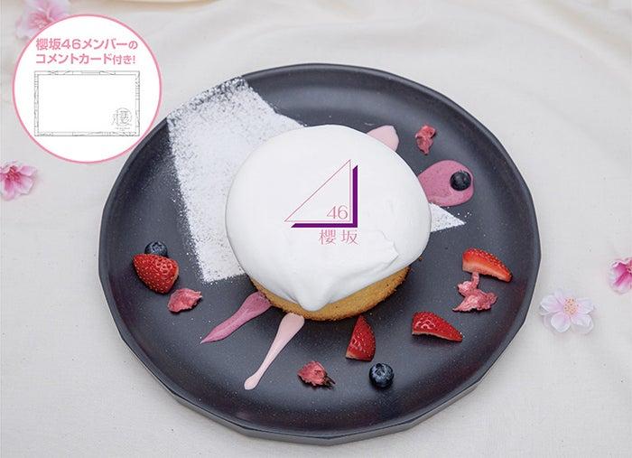 「 #櫻坂46カフェ 」東京・大阪で開催、ロゴ入パンケーキや楽曲衣装イメージのパフェなどグループカラーを連想させる色使い@sakurazaka46▼写真・記事詳細
