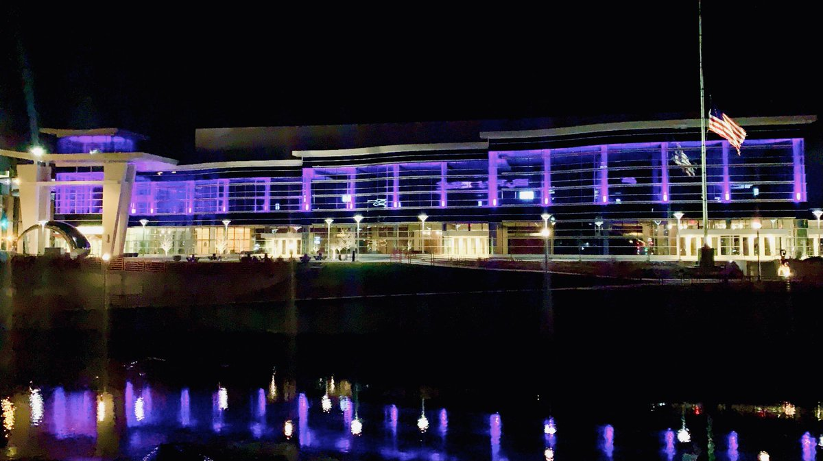 The @MayoCivicCenter in #RochMn joined landmarks across Minnesota tonight illuminating in purple to honor the over 3,000 Minnesotans who've lost their lives to COVID-19 and in solidarity with those serving us on the front lines. #MNtogether #OneMinnesota @GovTimWalz @MayoClinic