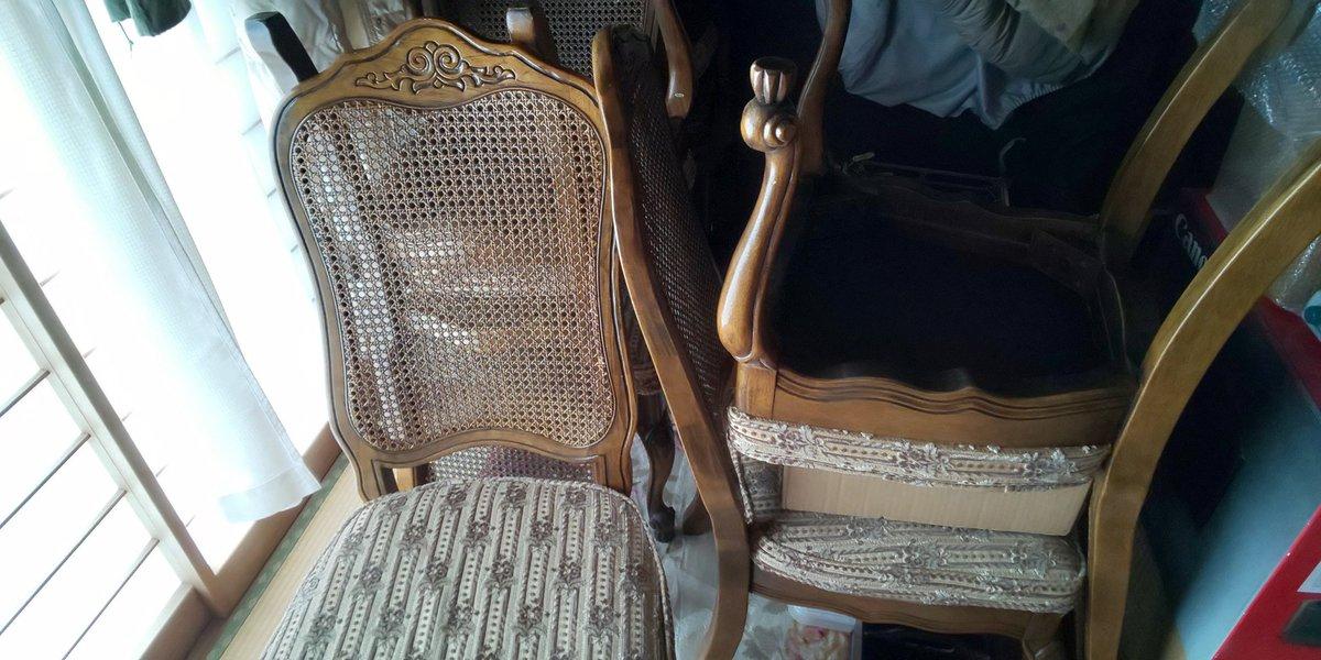 猫の力は偉大だわ痛いだの言ってグーラタしている私が朝からせっせとお片付け誰も座らないリビングの椅子を義母の部屋に運びケージを置くスペースを作った 数年振りに見るカーペットの柄 椅子もテーブルも遺品整理の方に運んで貰う予定   猫のためなら疲れても午後は昼寝睡蓮今日も咲いてくれた