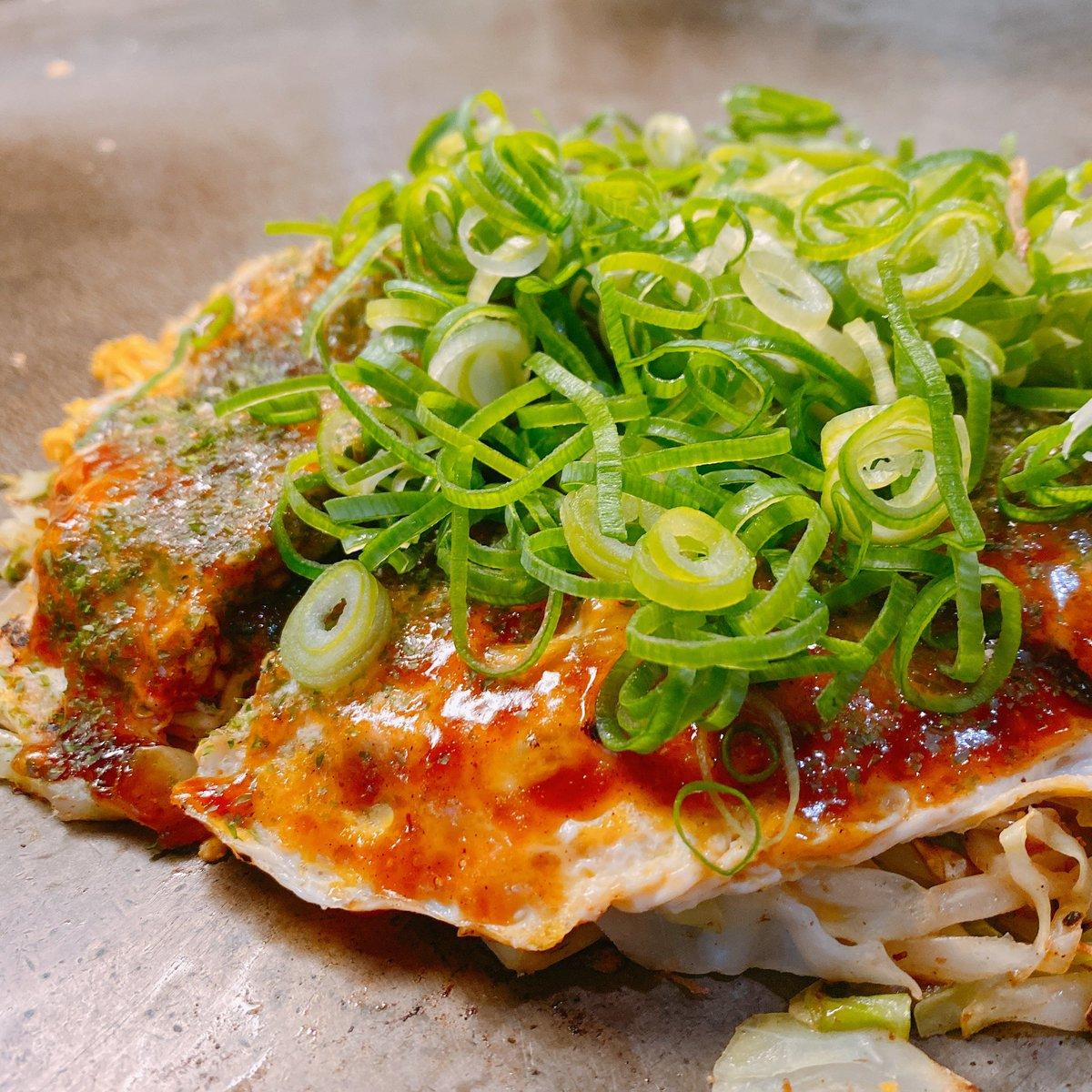 ランチは広島お好み焼き屋さんの名店ソニアさんで!新橋にあるのでオススメです。