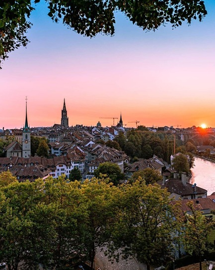 A new week has come to an end with the sun setting over the  Capital of Switzerland, @BernWelcome. A moment of poetry with magnificent bold colours. 📷: