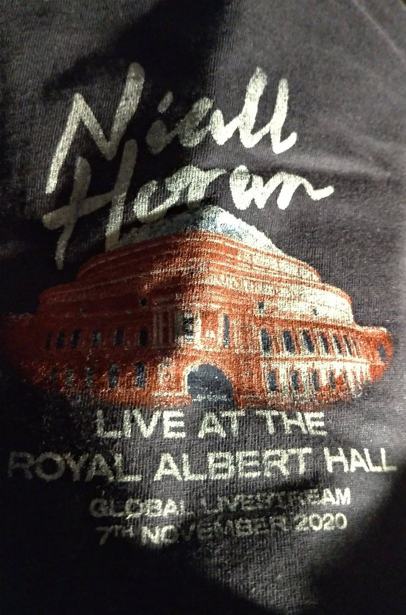 AAAAH my #WeNeedCrew shirt came today!! it delivered way earlier than expected! not complaining lol #NiallLiveAtRoyalAlbertHall