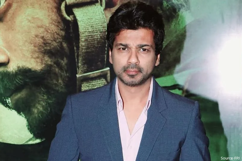 The 41-year-old actor-producer #NikhilDwivedi tested positive for #Coronavirus. He is currently in self-isolation and stated that he is experiencing loss of taste.  Read more: