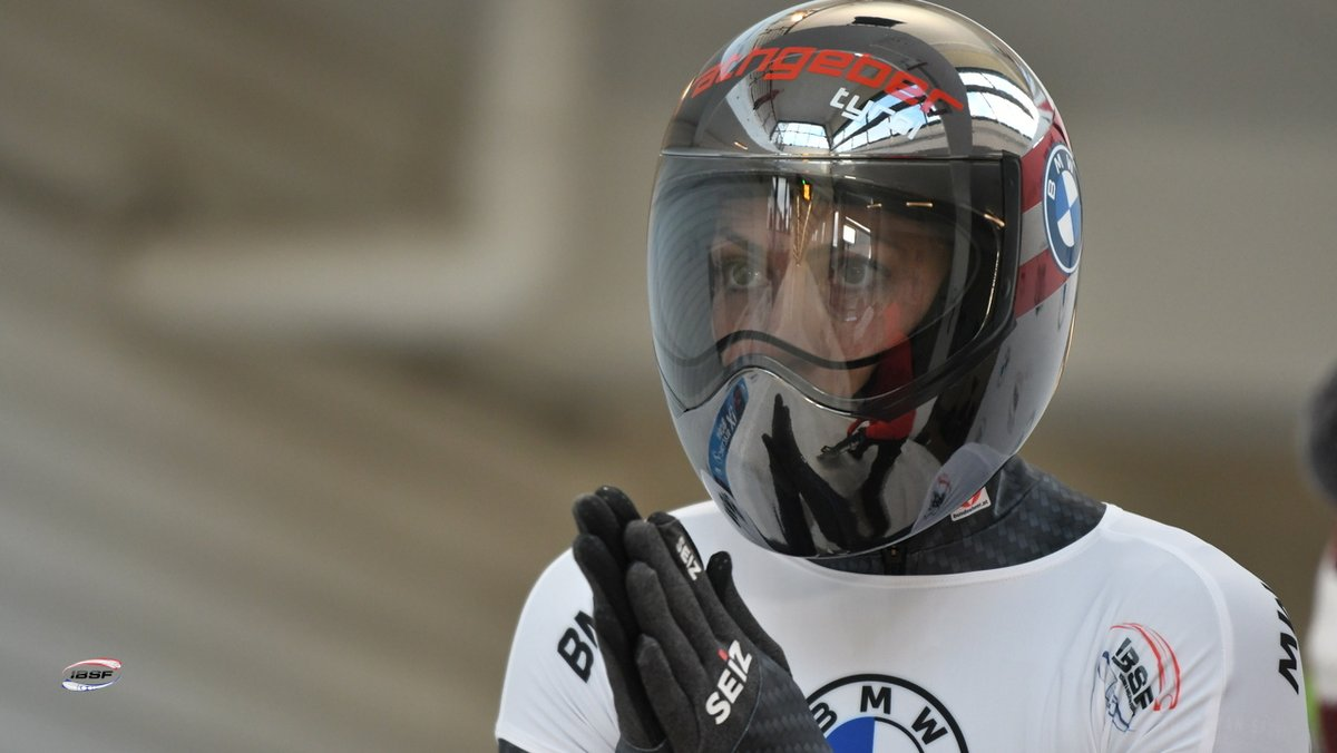 Janine Flock🇦🇹 in front, Kimberley Bos🇳🇱 second, rookie Endija Tērauda🇱🇻 in a medal rank! Lots of surprises!  Tune in now for  🔶 Women's #Skeleton, heat 2  #BMWIBSF World Cup #Sig20_1 in #Sigulda Watch here: 📺 https://t.co/K92naCoSDv  #SkeletonFriday  📷 https://t.co/TgUdfdf3Ew https://t.co/u6mFDi4f1e