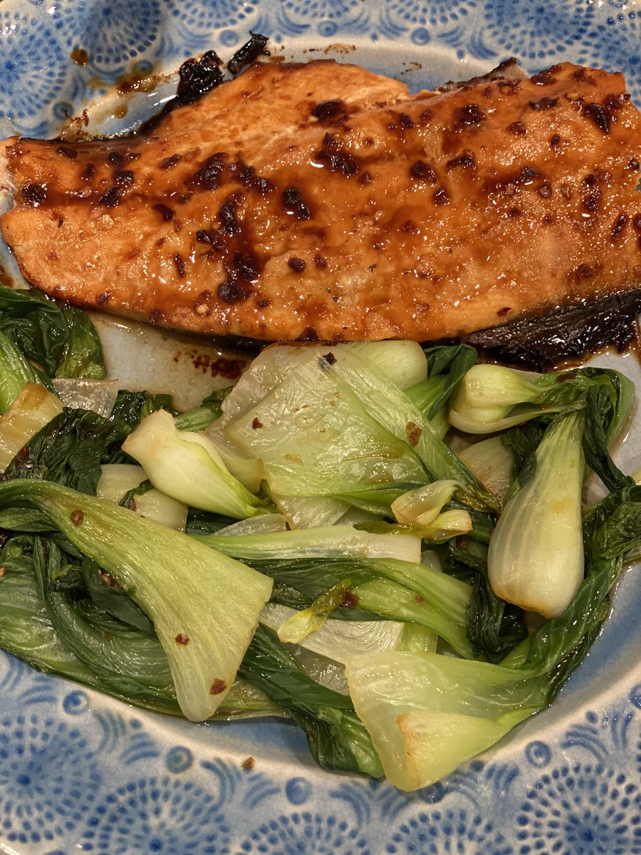 Made honey, mustard, soy glazed salmon in honor of @Seahawks Thursday Night Football victory; definitely screwed up something cause it was really heavy soy taste...give it a D+ effort... https://t.co/1JVallQV0C