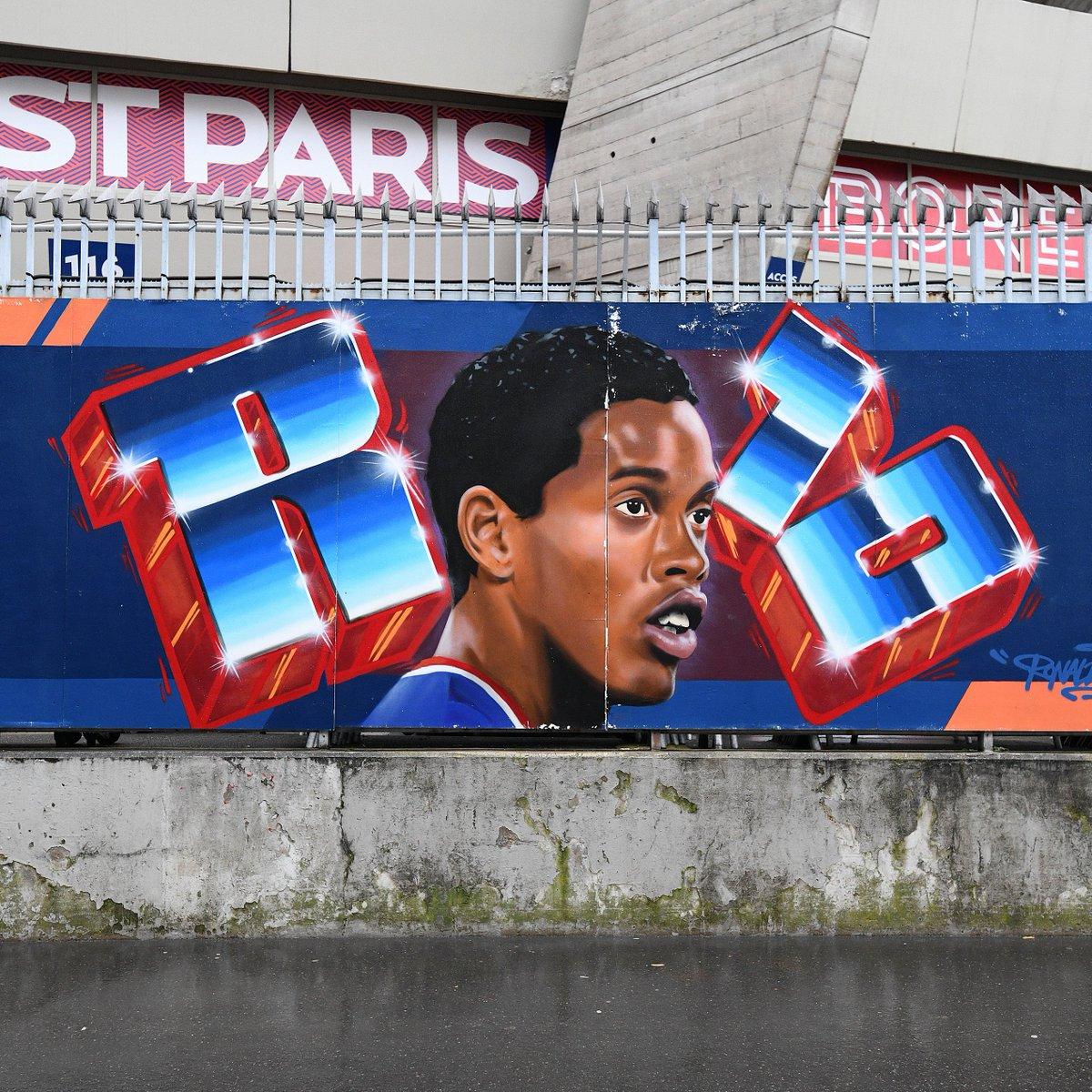 🇧🇷 Ronaldinho mural in Paris 😎  #UCL