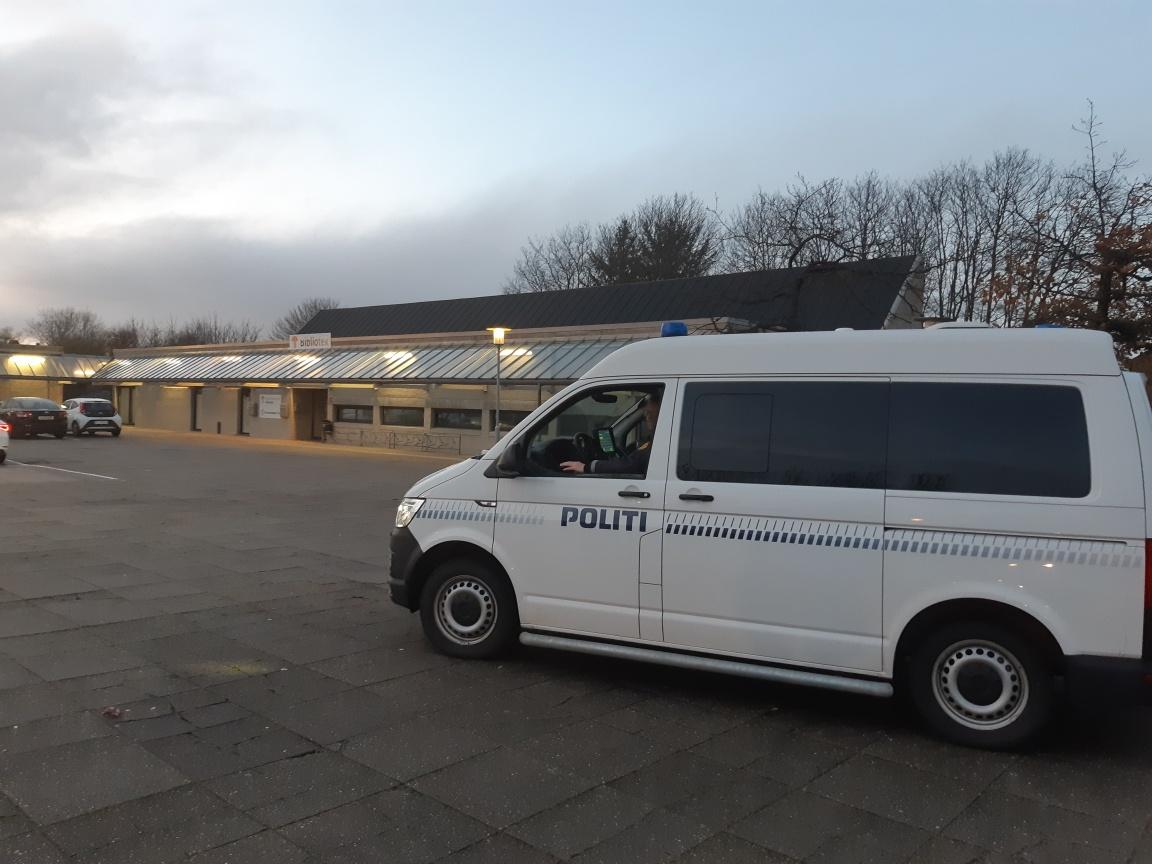 @sjylpolitis mobile politistation har i eftermiddag holdt ved Kvaglund Centret. Om et øjeblik holder den ved Stengårdsvej/p-pladsen ved Bydelsprojekt 3i1 – frem til klokken 19.00 #politidk https://t.co/M2z4ZL1pf3