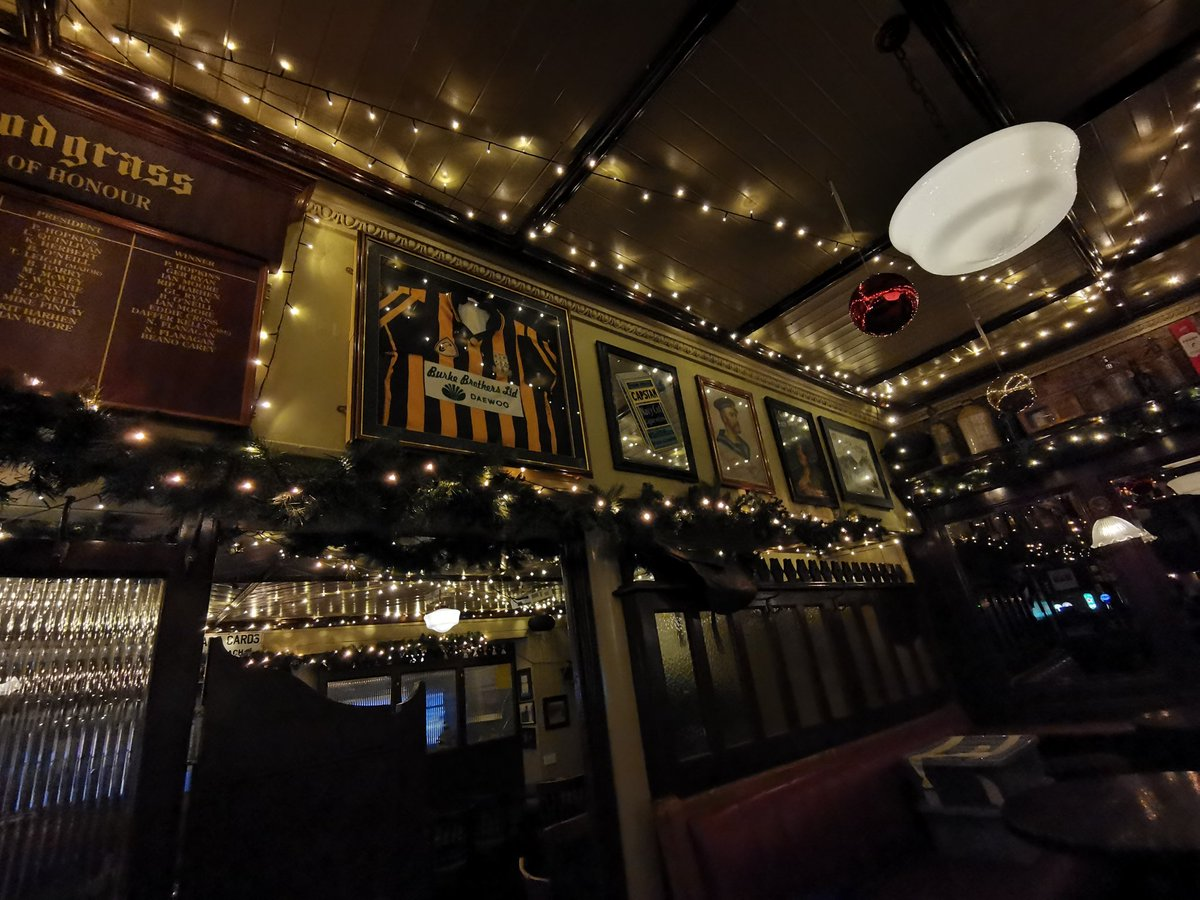 🎄@cunninghamsbar have pulled out all the stops to make Christmas extra special this year! Who will you be sharing a pint with here? #KEEPTHELIGHTSON