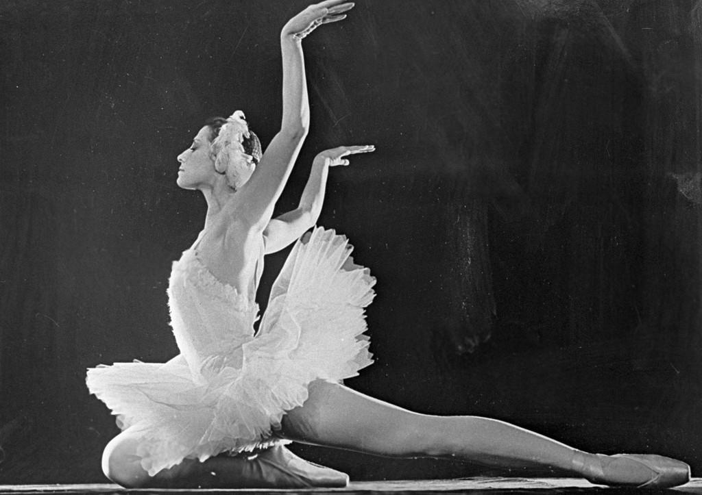 Почти сто лет назад родилась легендарная балерина Майя Плисецкая. В день рождения танцовщицы вспоминаем постановки с её участием  https://t.co/3NFRYqIOv2 https://t.co/48sxV93QyQ