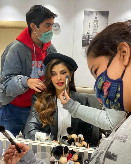 . @Asli_Jacqueline shares a sneak peek from the sets of #BhootPolice!  #bollywood #latest #trending #news #downloads #santabanta For More visit: